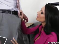 Полный кайф сексуальной брюнетки